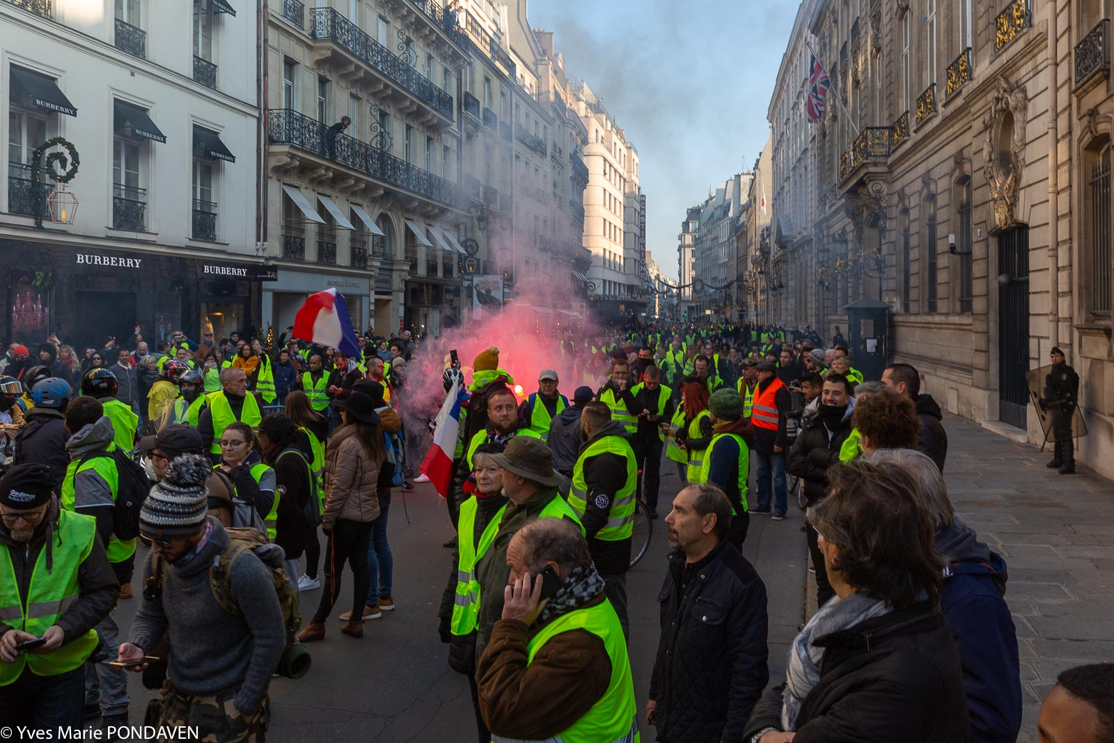 manif gilets jaunes paris 17 novembre. Black Bedroom Furniture Sets. Home Design Ideas