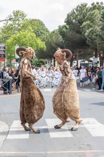 2019 05 19 carnaval de ris orangis avec les badaue batucada